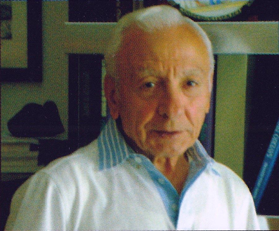 Nicola Mascellaro (Gravina di Puglia, 1939), per 30 anni rigoroso responsabile dell'Archivio fotografico e di documentazione della Gazzetta del Mezzogiorno