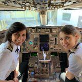 Madre e figlia pilotano un aereo di linea: e io ricordo l'altra metà del cielo, la storia di quando le donne presero il volo