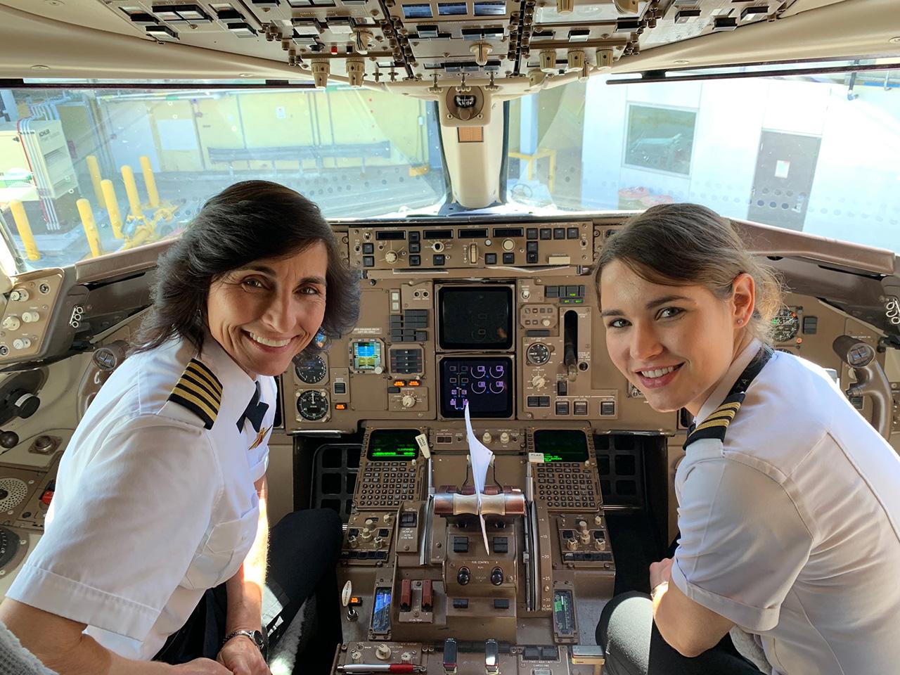 Madre e figlia pilotano un aereo di linea: <br />e io ricordo l'altra metà del cielo, <br />la storia di quando le donne presero il volo