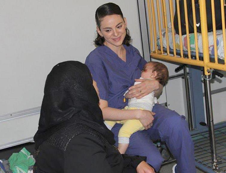 Storie: l'infermiera israeliana che allatta <br />il bimbo di una donna palestinese in coma