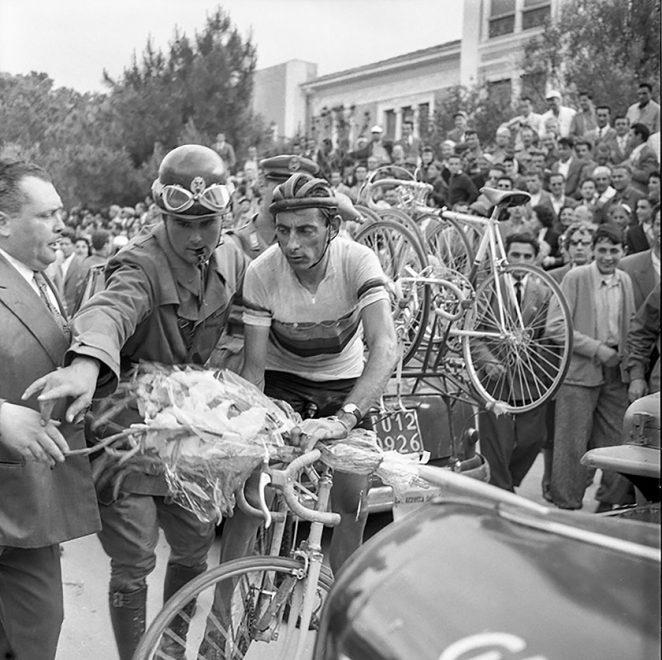 31 maggio 1954, Giro d'Italia. L'arrivo di Fausto Coppi in Viale Carducci della tappa di Firenze-Cesenatico