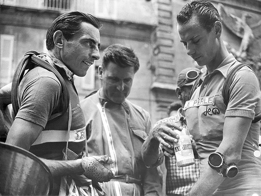 Tour de France, 1951. Fausto Coppi con il rivale Hugo Koblet che vinse il Tour con 22'20 su Geminiani. Coppi arrivò decimo a 46'31''