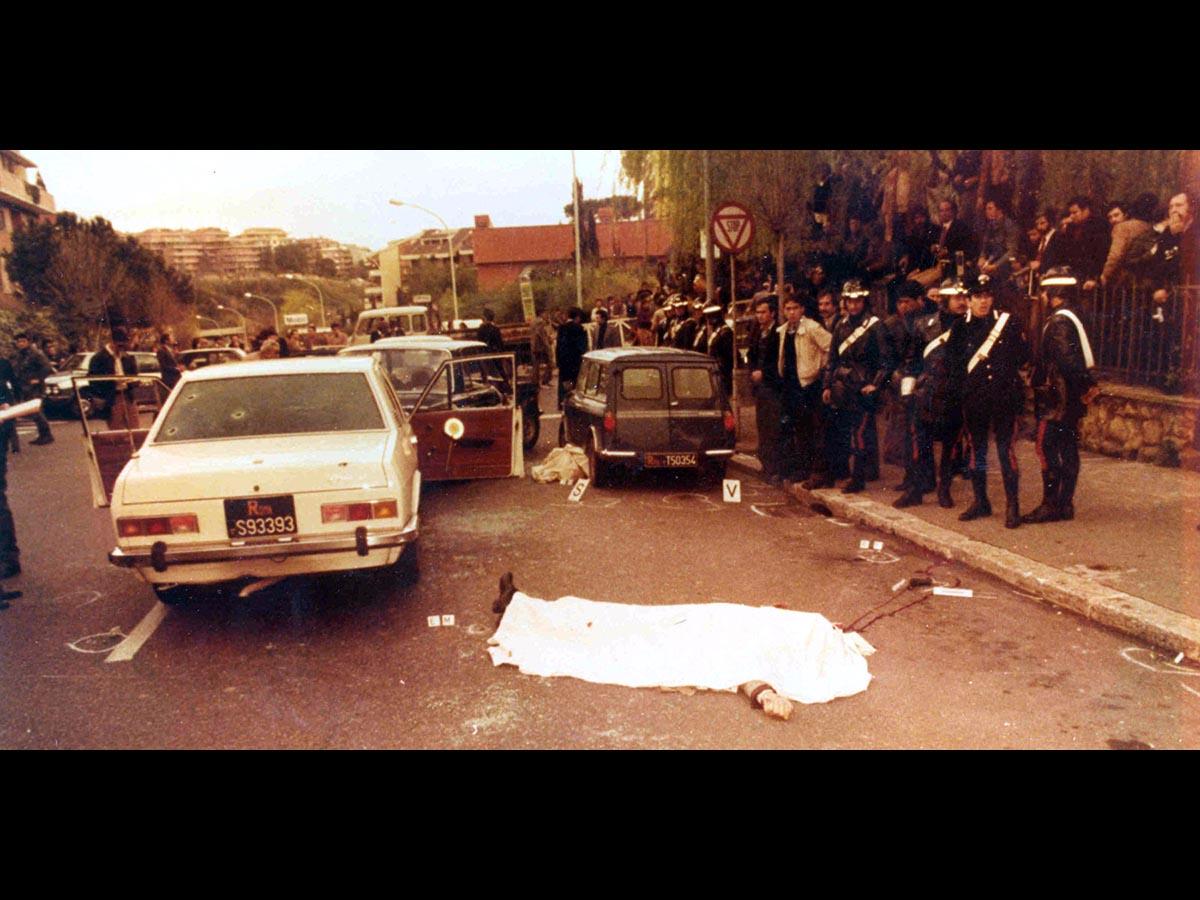 Un libro che fa luce <br />sulle vite dei carabinieri <br />uccisi dai terroristi