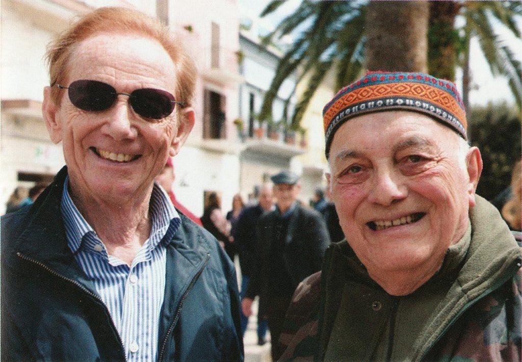 """Peppino Lupo con il giornalista Osvaldo Bevilacqua durante la registrazione di """"Sereno Variabile"""" a Trinitapoli."""