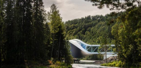 """""""The Twist"""", il nuovo museo-ponte che apre a Kistefos, in Norvegia: una singolare tessera ad arte nel mosaico della meglio Europa"""