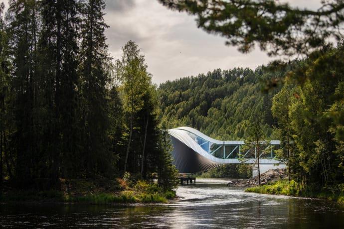 """""""The Twist"""", il nuovo museo-ponte <br />che apre a Kistefos, in Norvegia: <br />una singolare tessera ad arte <br />nel mosaico della meglio Europa"""