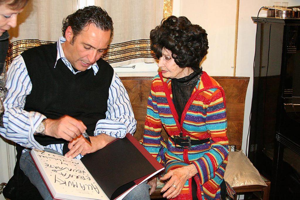 Muky con il fotografo Maurizio Galimberti