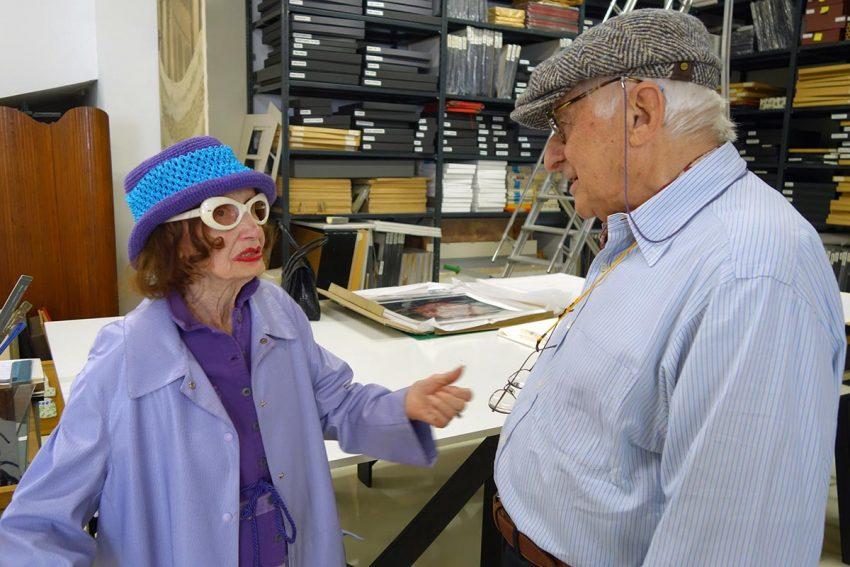 Muky è con il fotografo Nino Migliori