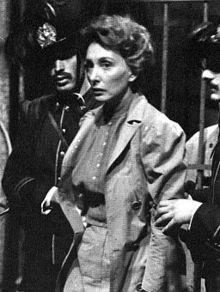 Marina Malfatti interpreta Anna Kuliscioff durante il suo arresto a Milano