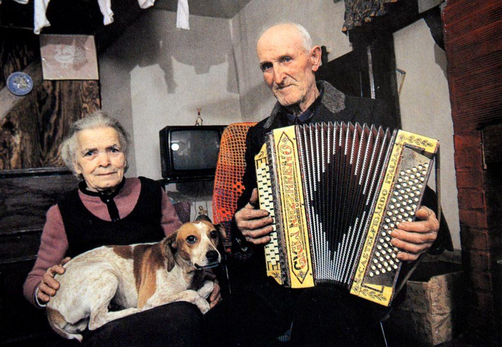 Eliseo nella casa di Ranco, Badia Tedalda, durante l'incontro con Tonino Guerra