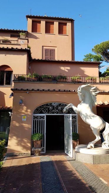 villa-alberto-sordi-statua-nestore