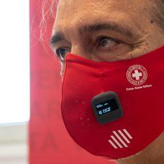 Covid, arriva la mascherina intelligente: misura temperatura e distanziamento