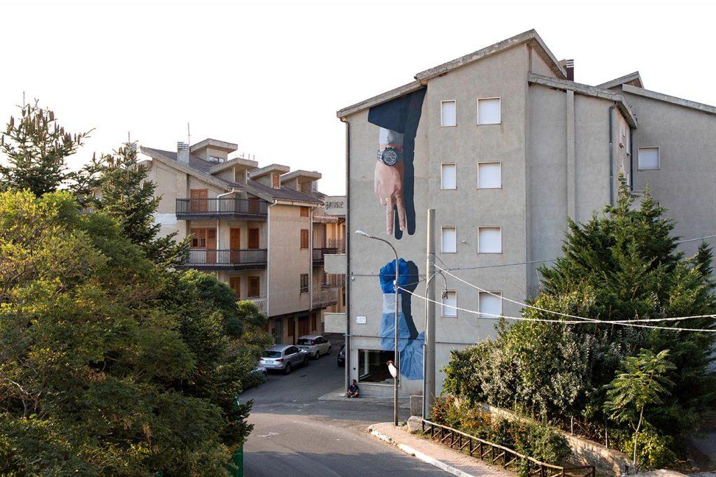 Stigliano Street art 'appARTEngo' - Daniele Geniale, 'La morra della sanità', 2020