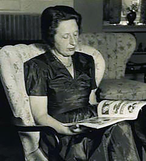 Ann A. Unger nel salotto di casa sua a Berkeley