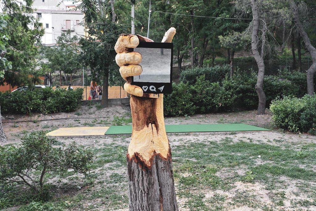 """Stigliano Street art 'appARTEngo' - Andrea Gandini, """"No filter"""", 2020"""