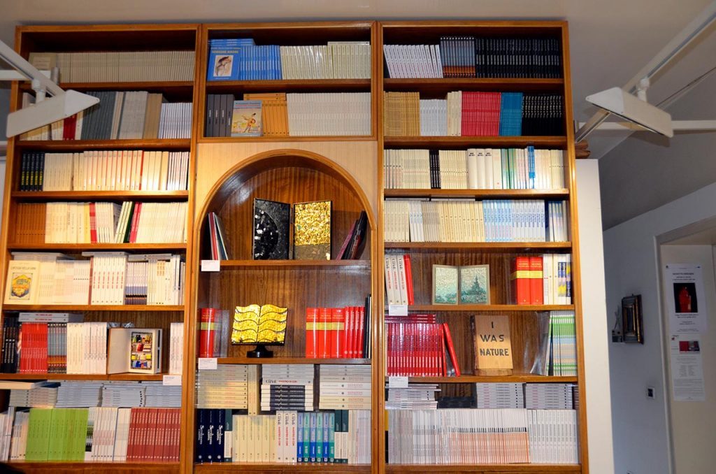 Edizioni del Girasole - La libreria che fu di Mario Lapucci, oggi collocata nella sede di Via Pasolini