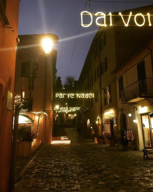 Santarcangelo di Romagna: le strade della città romagnola illuminate dalle parole dei poeti qui nati (Tonino Guerra, Raffaello Baldini, Nino Pedretti e Gianfranco Fucci)