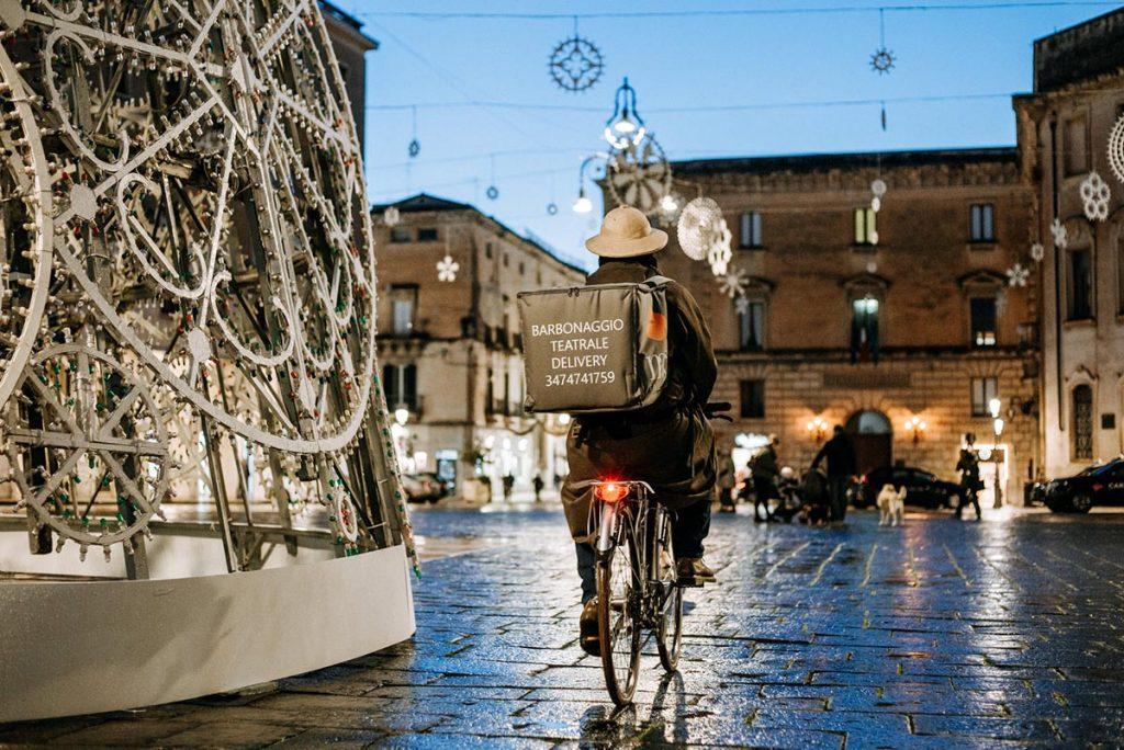 Lecce, Ippolito Chiarello, classe 67, Barbonaggio Teatrale Delivery