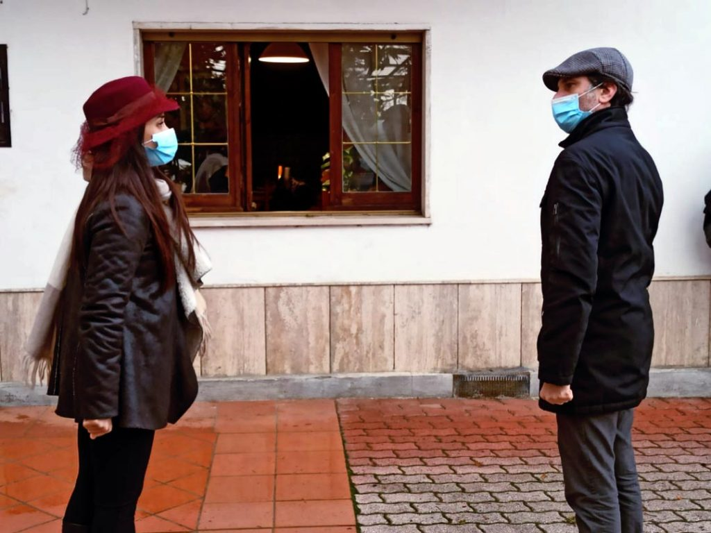 Benevento, Georgia de' Conno e Raffaele Tassella, 36 e 45 anni, delivery teatrale