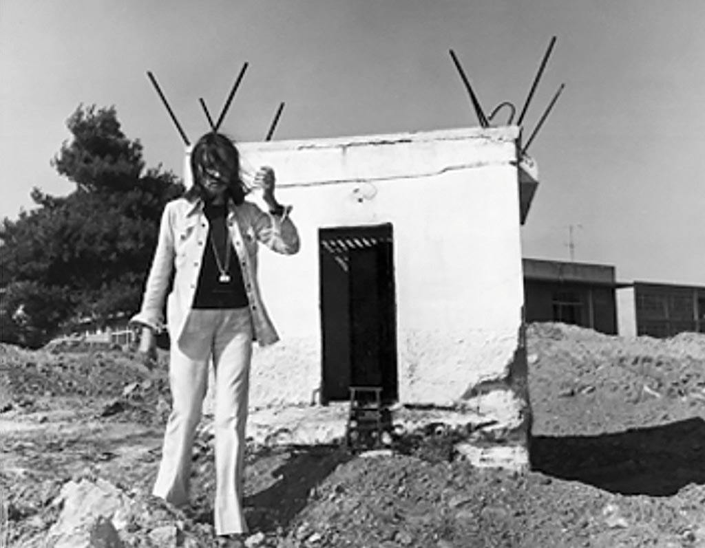 Oriana Fallaci alla tomba di Boiati, la cella dove fu rinchiuso tre anni e mezzo Alekos Panagoulis