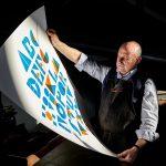 """GA come Grafiche Antiga: 8.000 lettere per conservare la storia dell'arte tipografica italiana. L'omaggio al mestiere di una famiglia trevigiana in una """"caverna delle parole"""" nella cornice del Prosecco"""