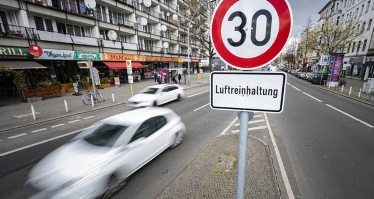 Mobilità, in città a 30 km orari. Dalla Svizzera un'idea vincente (e un test in corso a Milano)