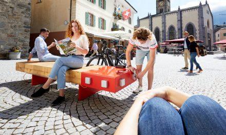 Parcheggia qui la bici elettrica e intanto ricaricala. La rastrelliera milanese che merita il Compasso d'Oro