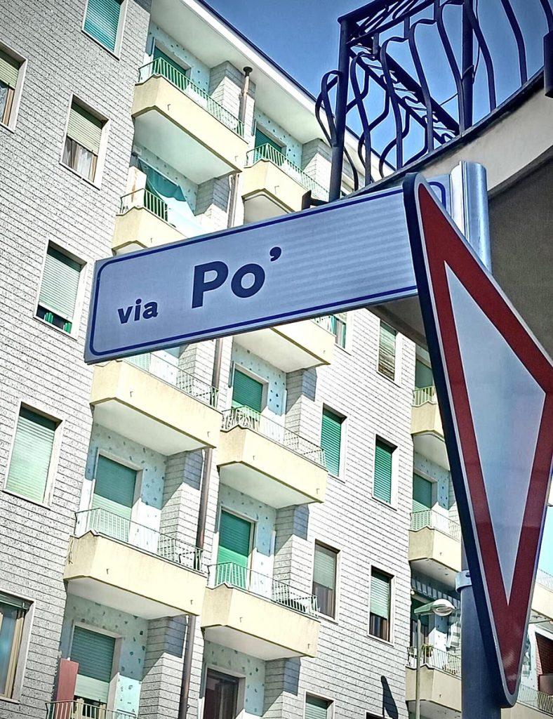 La targa sbagliata di Via Po'