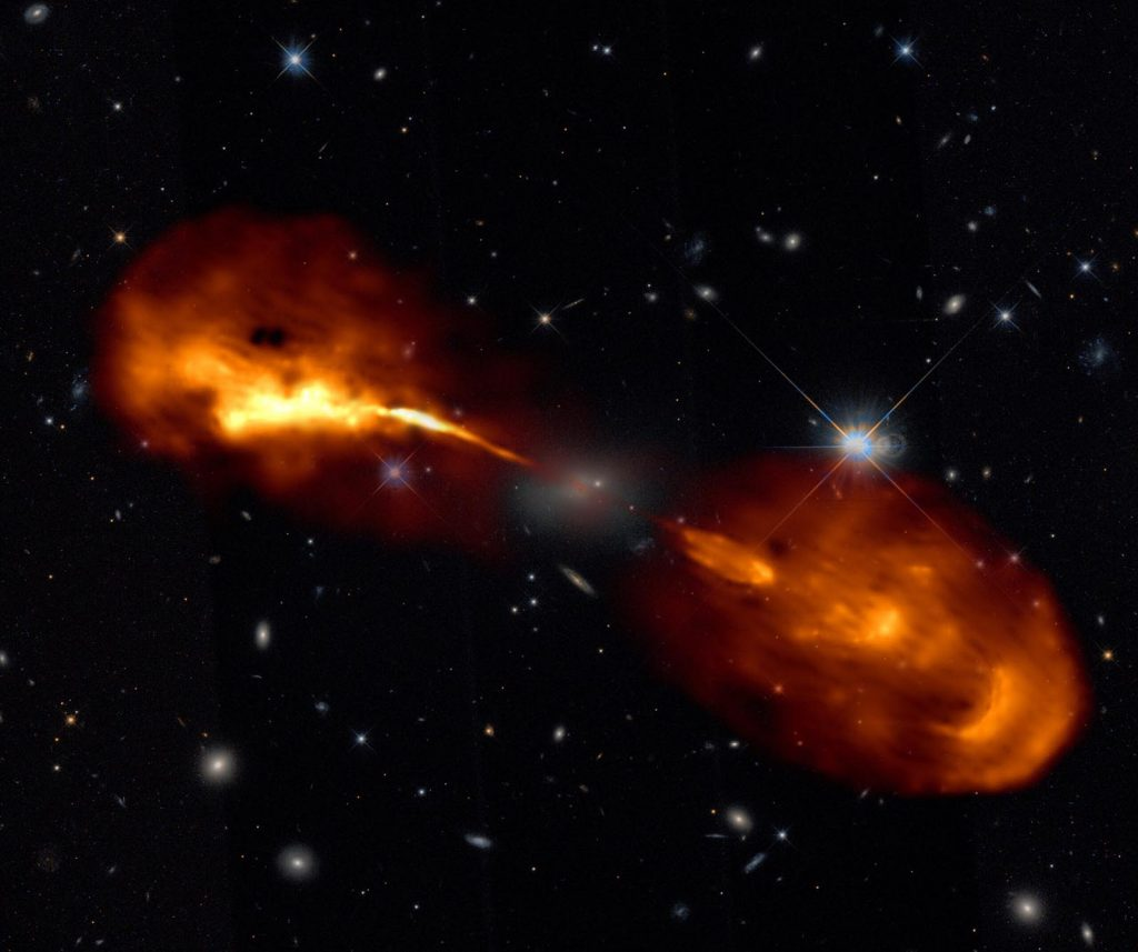 La galassia Hercules A (fonte: R. Timmerman; LoFar & Hubble Space Telescope)