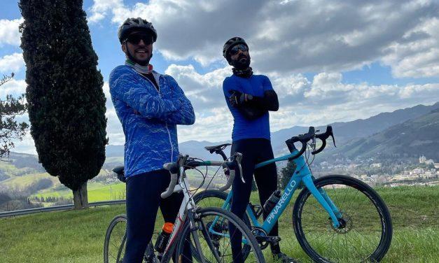 In Romagna le due ruote girano per far del bene: da Forlì al Salento due ciclisti pedalano a ritmo basso e solidale